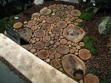 Sliced wood into a beautiful garden wood path do it yourself ideas sliced wood into a beautiful garden wood path do it yourself ideas wood solutioingenieria Image collections