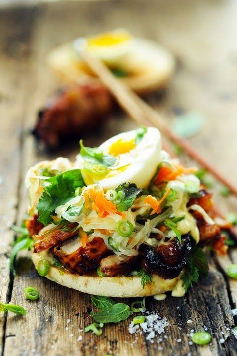 Dorian cuisine.com Mais pourquoi est-ce que je vous raconte ça... : Bánh mì burger mon poulet ! Parce que subitement j'avais envie d'un burger et d'un Bánh mì en même temps !!!
