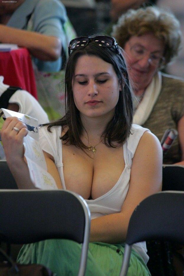 Sex busty girl dwnblouse carne