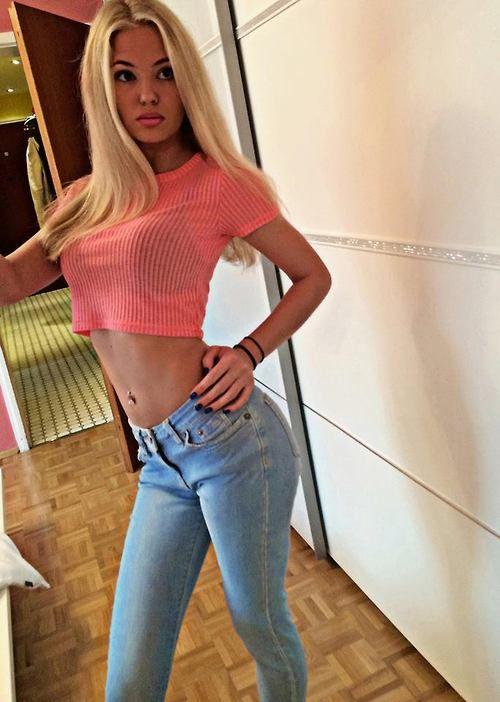 Sexy skinny blondes