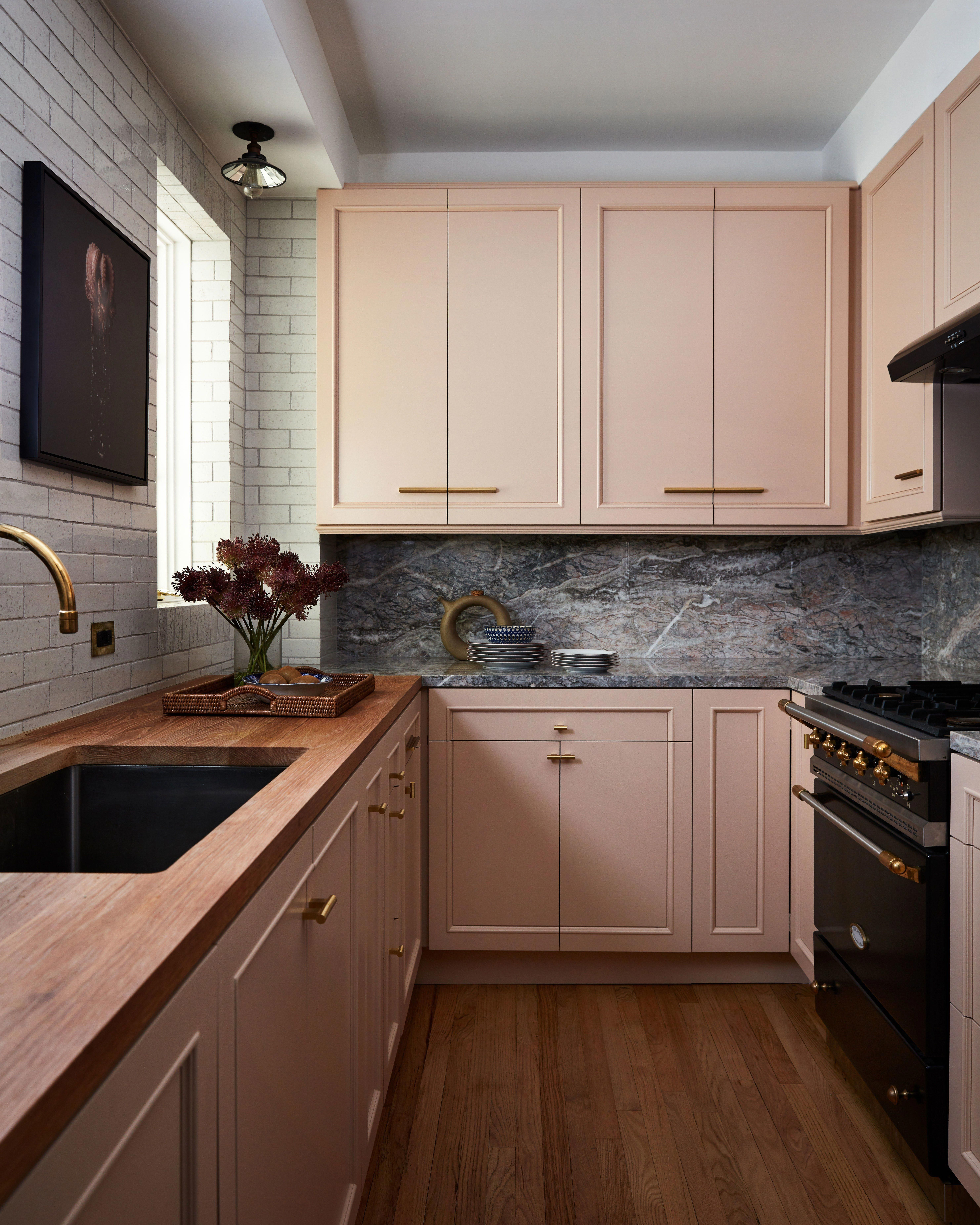 A New York Apartment That Feels More Like A Parisian Pied A Terre Interior Design Kitchen Apartment Interior Design Kitchen Interior