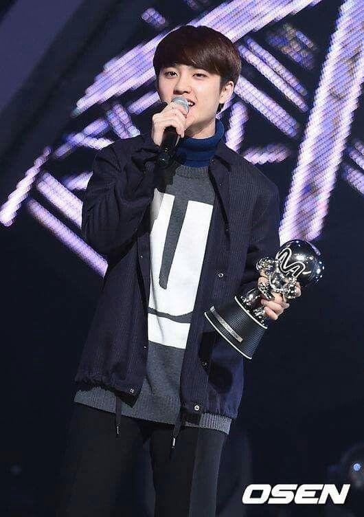 M Countdown rank 1 추가합니다 오빠들... EXO 화이팅 ! EXO 사랑하자