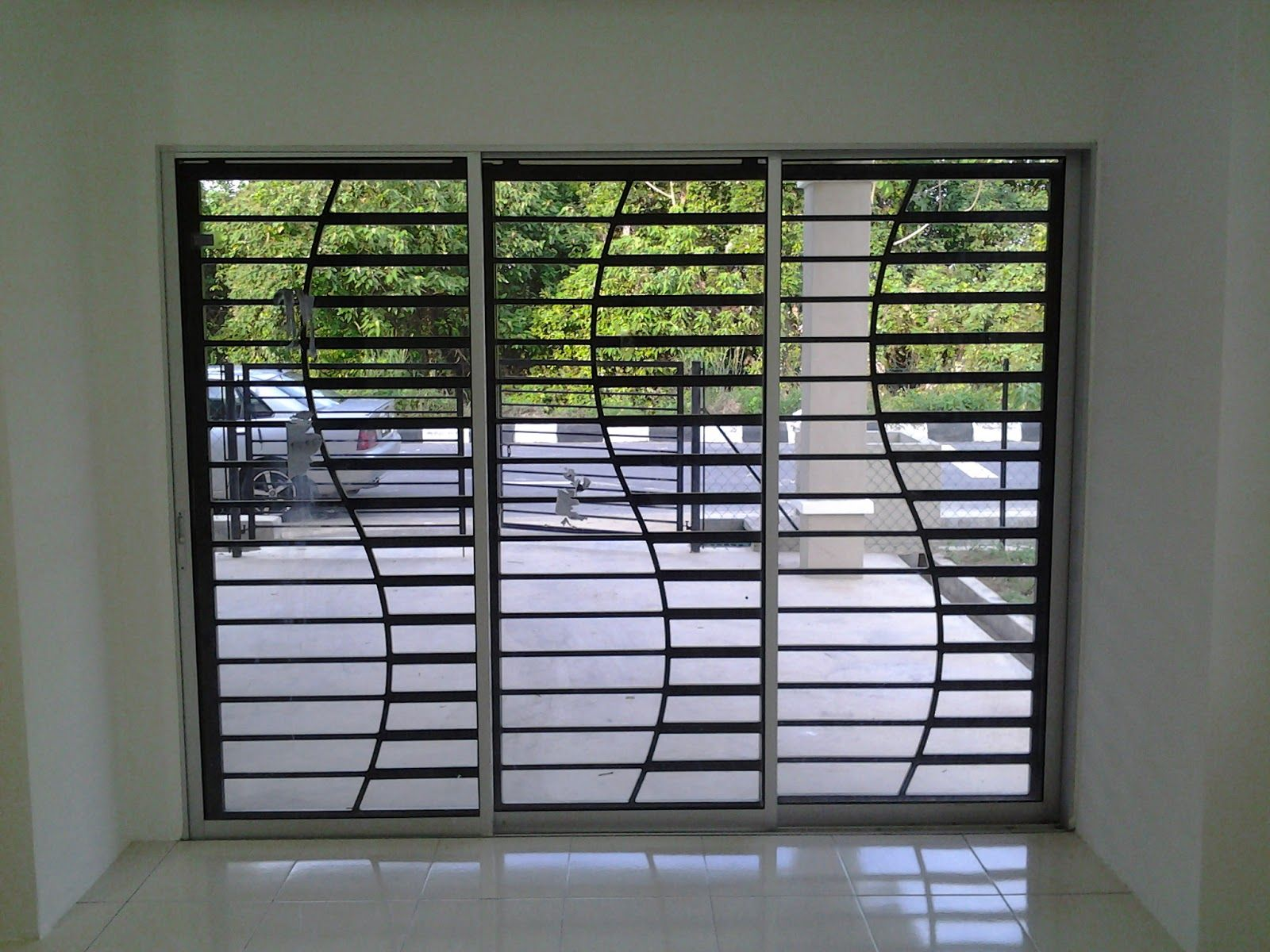 Curvy window grill fence home stairs gates for Door and window design