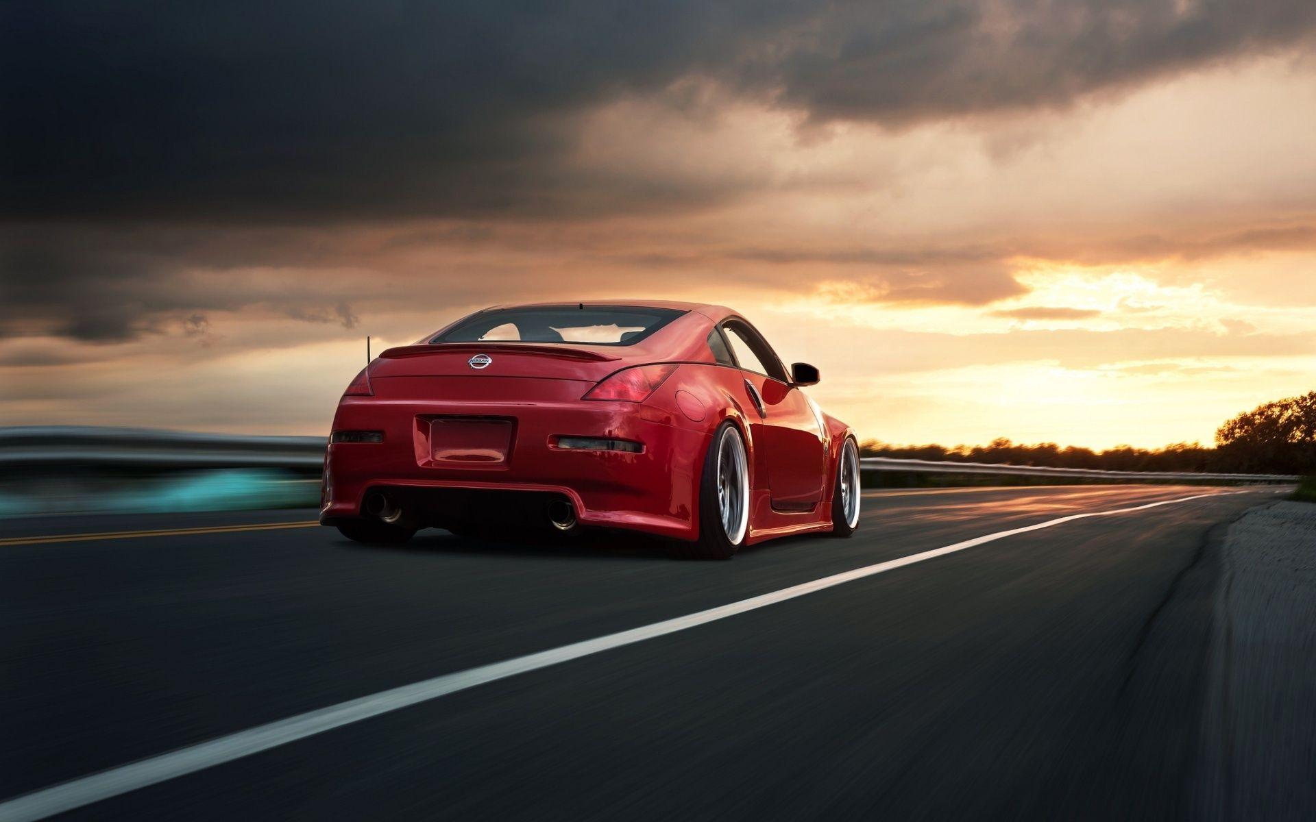 Fond d'écran hd voiture de sport rouge Nissan 350z