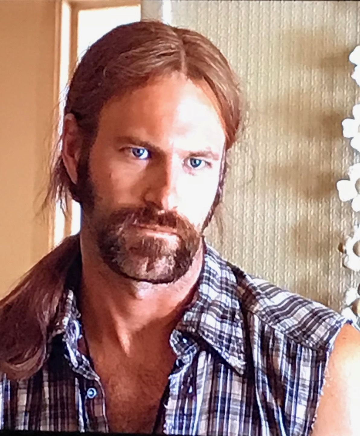 Aaron Eckhart Look So Hot With Long Hair And A Goatee