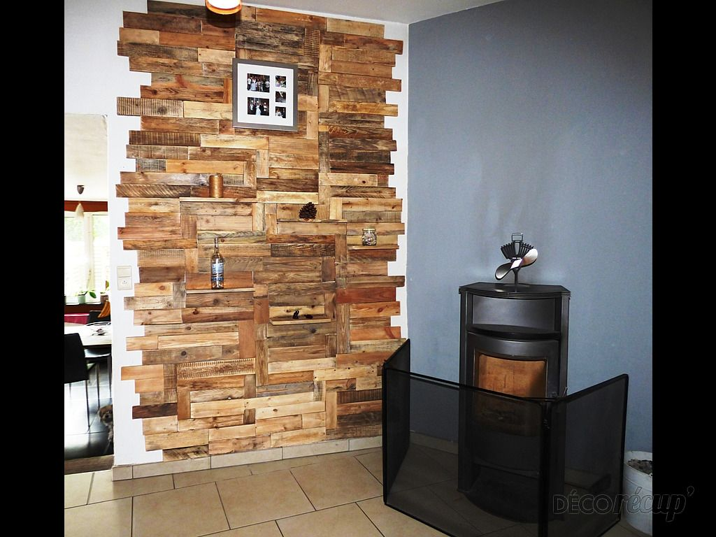 Stone fireplace with reclaimed bargeboard finish contemporary - Mur En Bois De Palettes