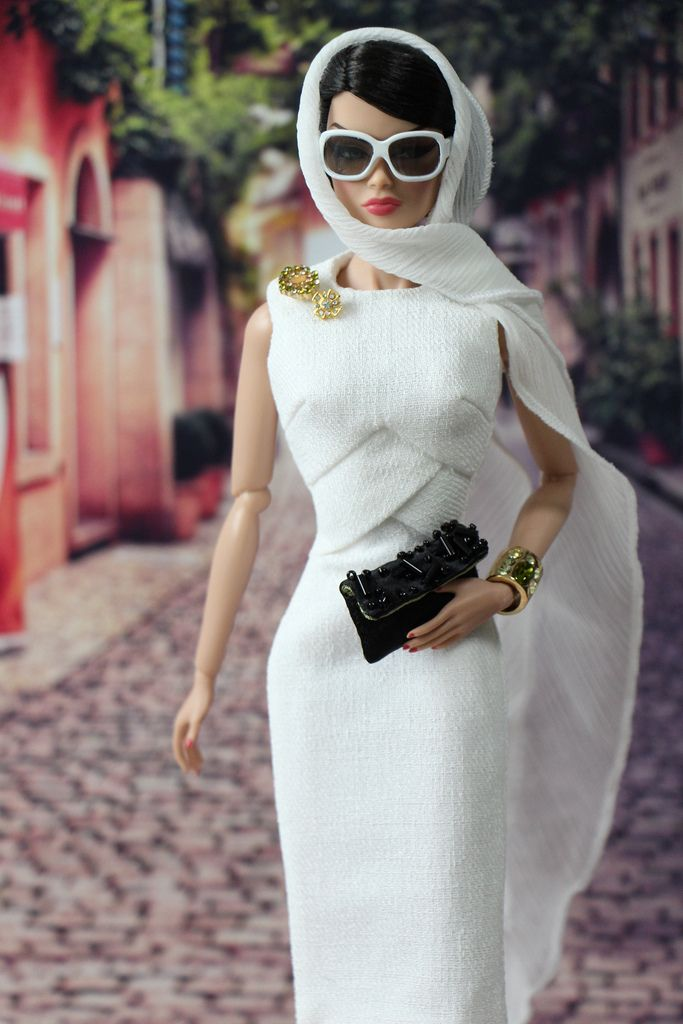 Veronique Is Shopping Around Incognito Beautiful Barbie Dolls Fashion Dolls Barbie Fashion