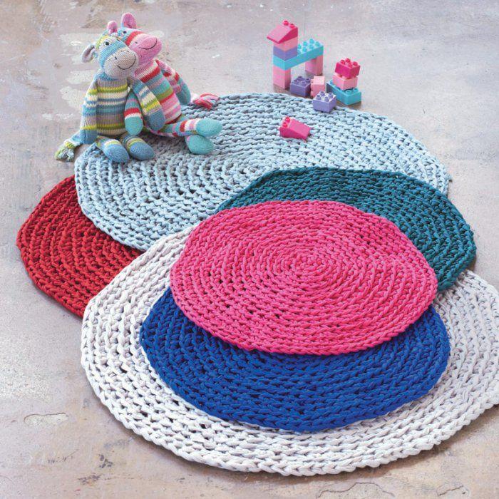 confectionnez un tapis au crochet tapis pinterest le crochet tapis et crochet. Black Bedroom Furniture Sets. Home Design Ideas