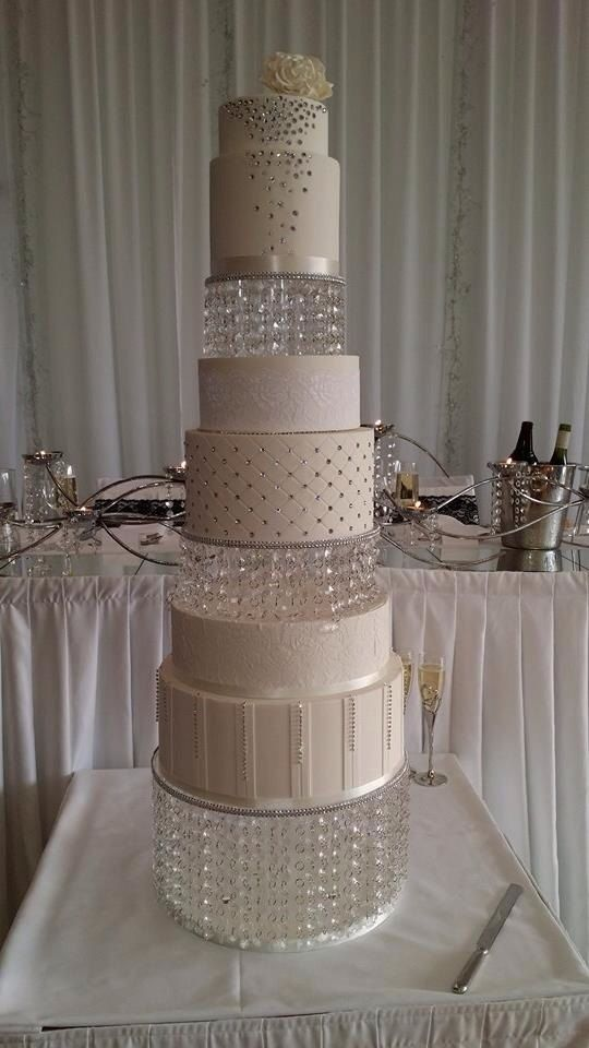 Made Of Excellent Quality, This Square Acrylic Crystal Wedding Cake Stand  Makes An Invaluable Statement For Any And Every