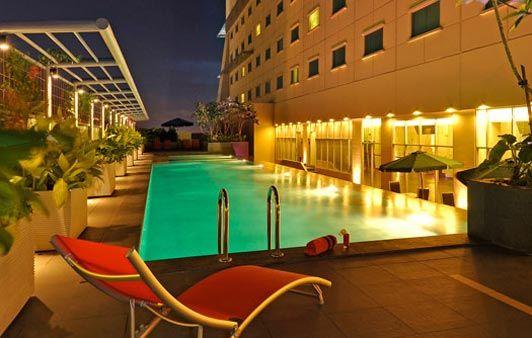 Harris Swimming Pool At Harris Hotel Conventions Kelapa Gading Jakarta Swimming Pools Hotel Pool