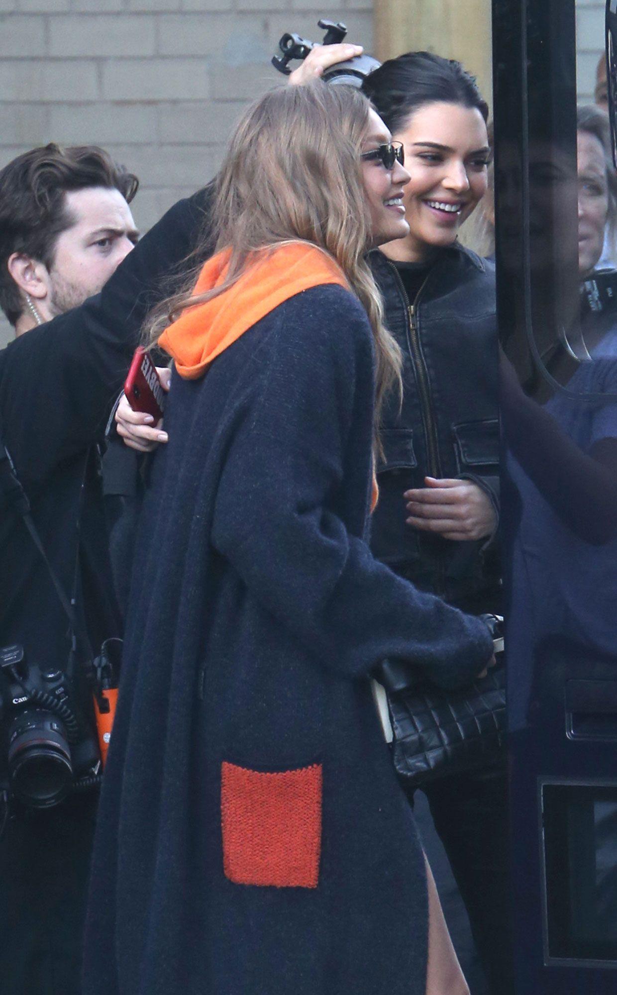 Gigi Hadid and Kendall Jenner Hug at Victoria's Secret Fashion Show Rehearsals After Skipping the 2017 Show – Bilgi
