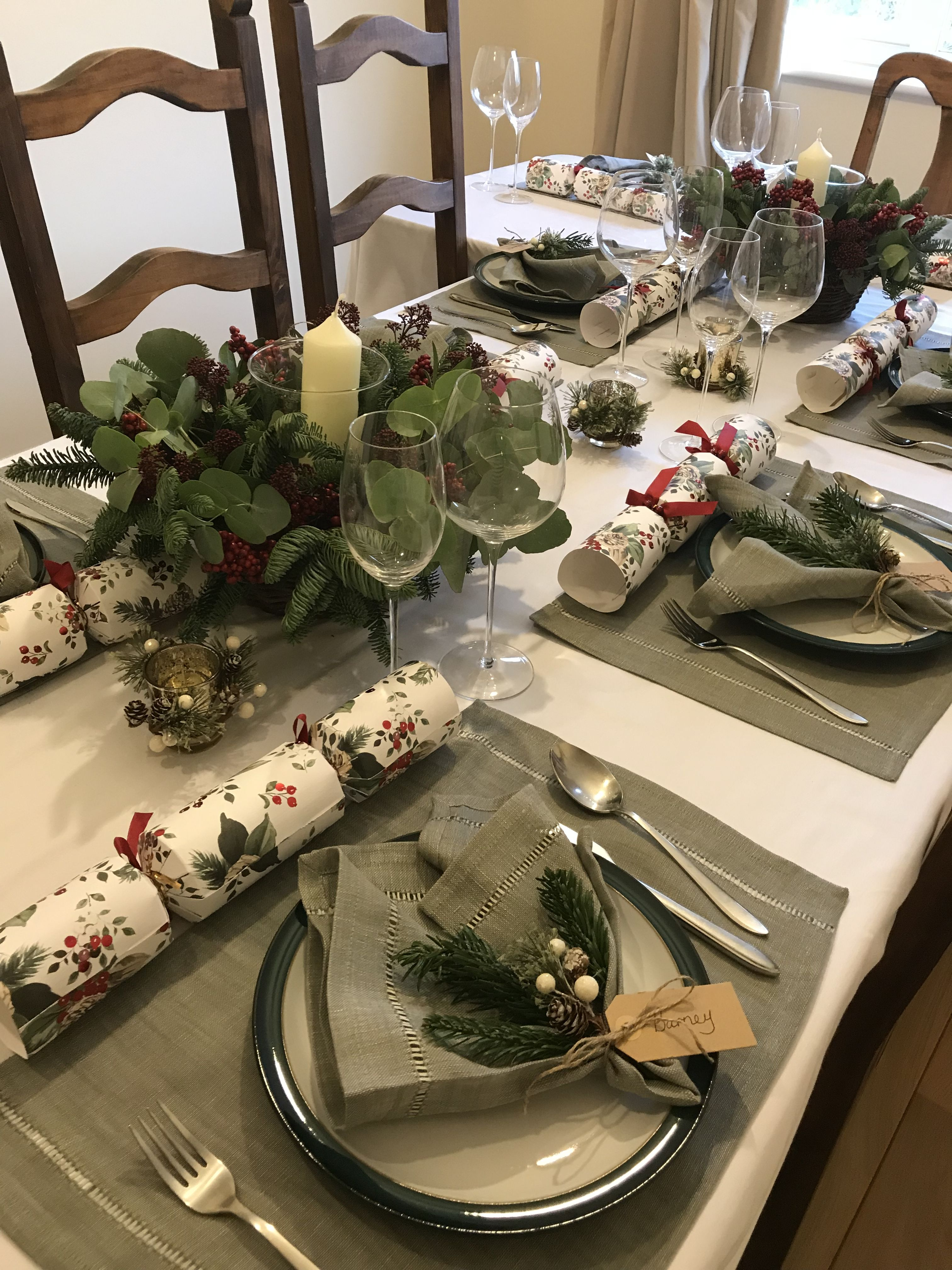 Green Christmas Table Decorations Natural Wreaths Holly Mistletoe Red Berries Christmas Table Christmas Table Decorations Table Decorations