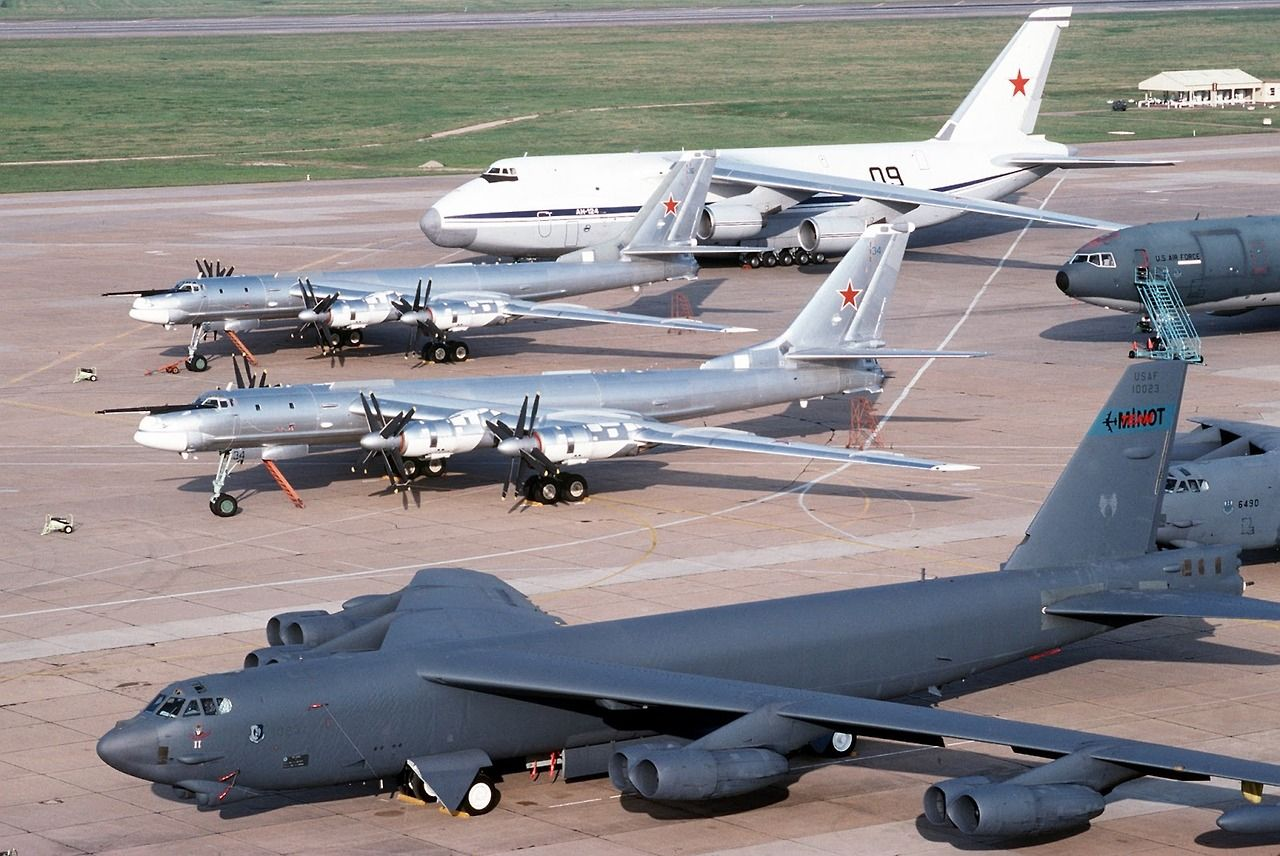 size comparison tupolev tu 95 bear and boeing b 52 stratofortress aircraft military aircraft fighter jets