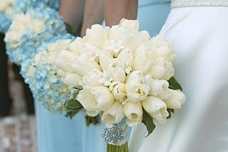 Blue hydrangeas and creamy tulips.  another great example of the colorrrr