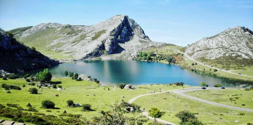 Ruta De Los Lagos De Covadonga Mucha Montaña Lagos De Covadonga Lagos Viajes