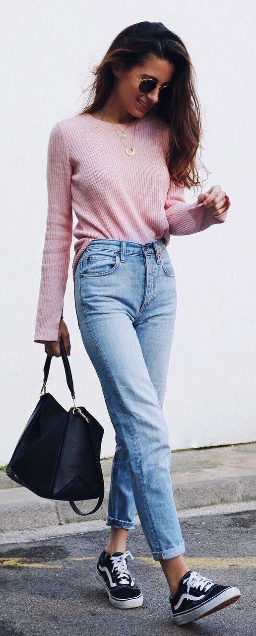 Leuke outfit met roze trui en jeans