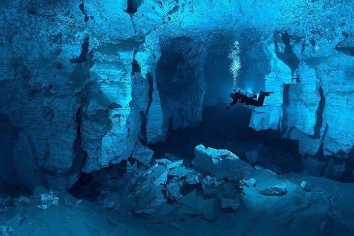 La cueva de yeso bajo el agua más grande del mundo.