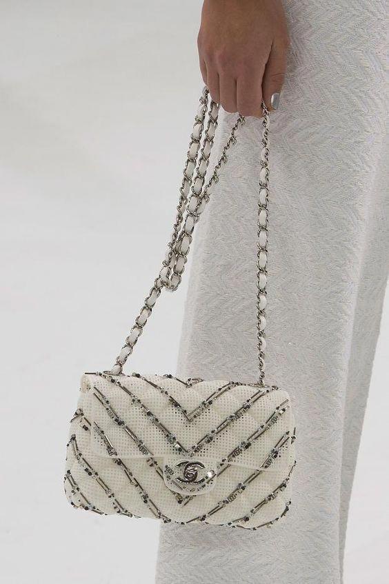 13bd267304e2 Chanel at Luxury   Vintage Madrid
