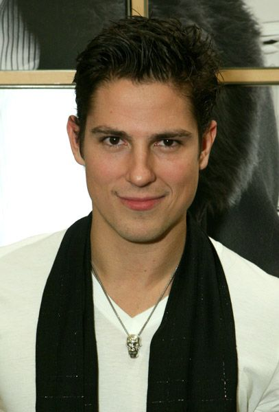 Sean Faris - 2017 Dark Brown hair & alternative hair style. Current length:  short hair