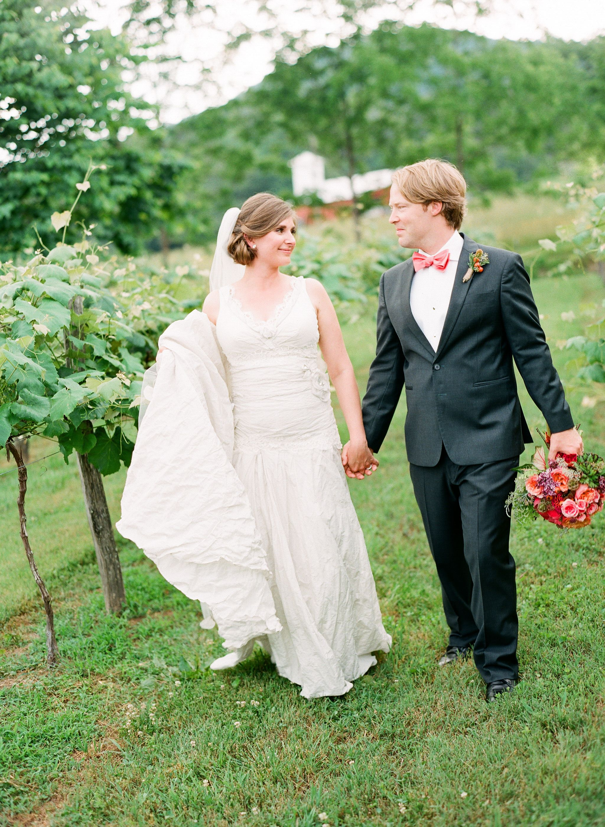 A chic outdoor wedding at the farmhouse at persimmon creek