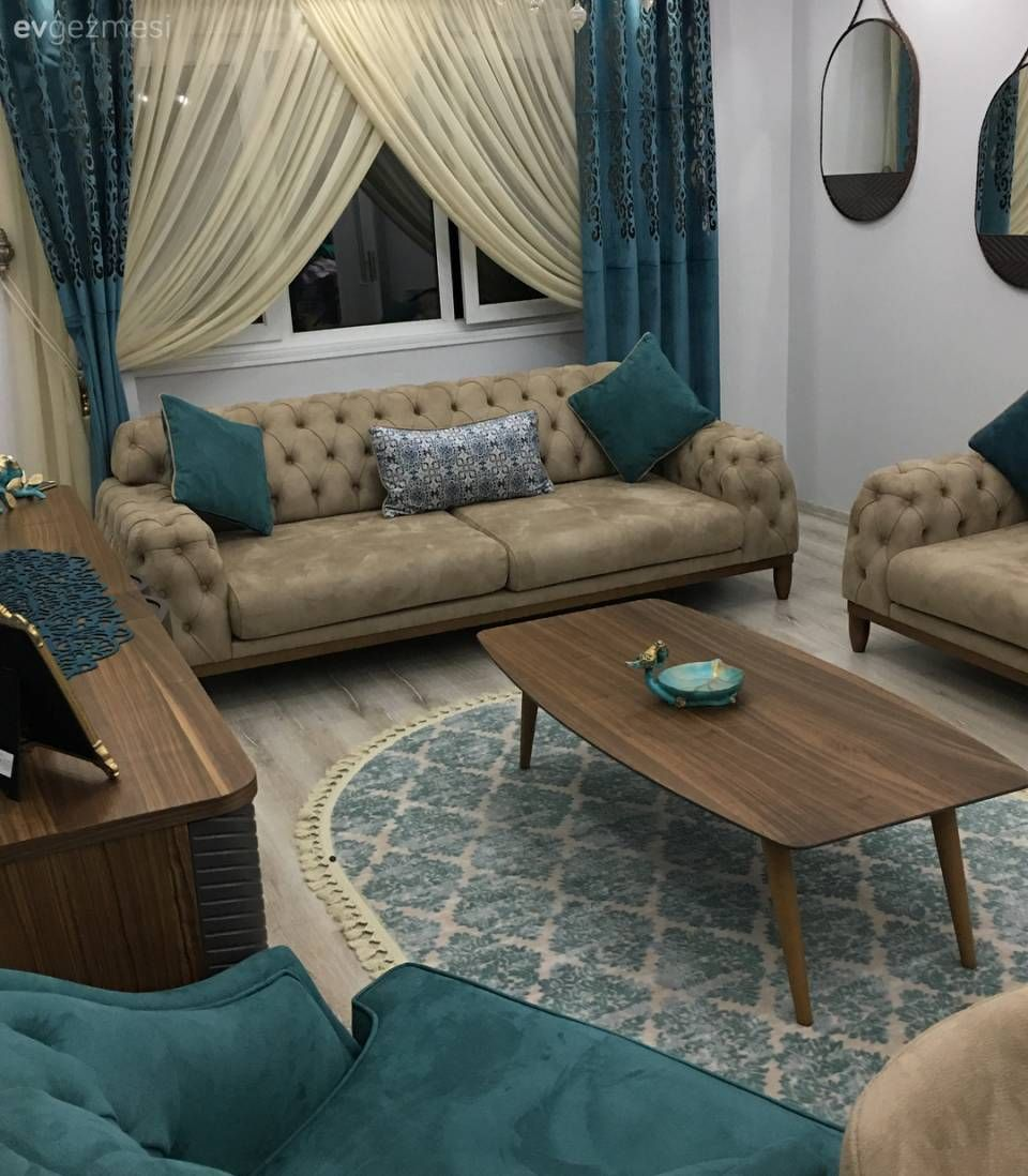 A Harmonious And Stylish House Where Blue Accents Add A Spacious And Calm Feeling H 2020 Oturma Odasi Dekorasyonu Oturma Odasi Fikirleri Oturma Odasi Takimlari