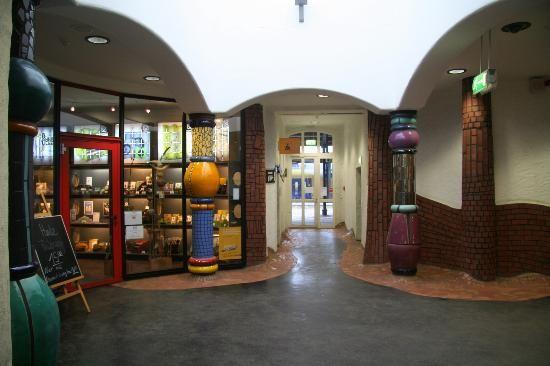Hundertwasser-Bahnhof Uelzen, Bahnhofshalle