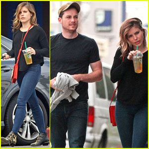 Sophia bush dating co star