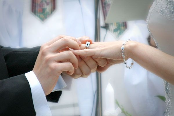 What Do You Do With Your Engagement Ring During The Ceremony