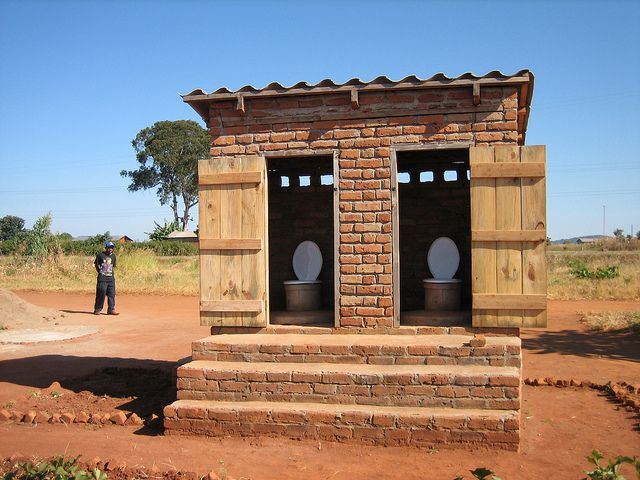 toilette in malawi komposttoiletten toiletten welt und reisetipps. Black Bedroom Furniture Sets. Home Design Ideas