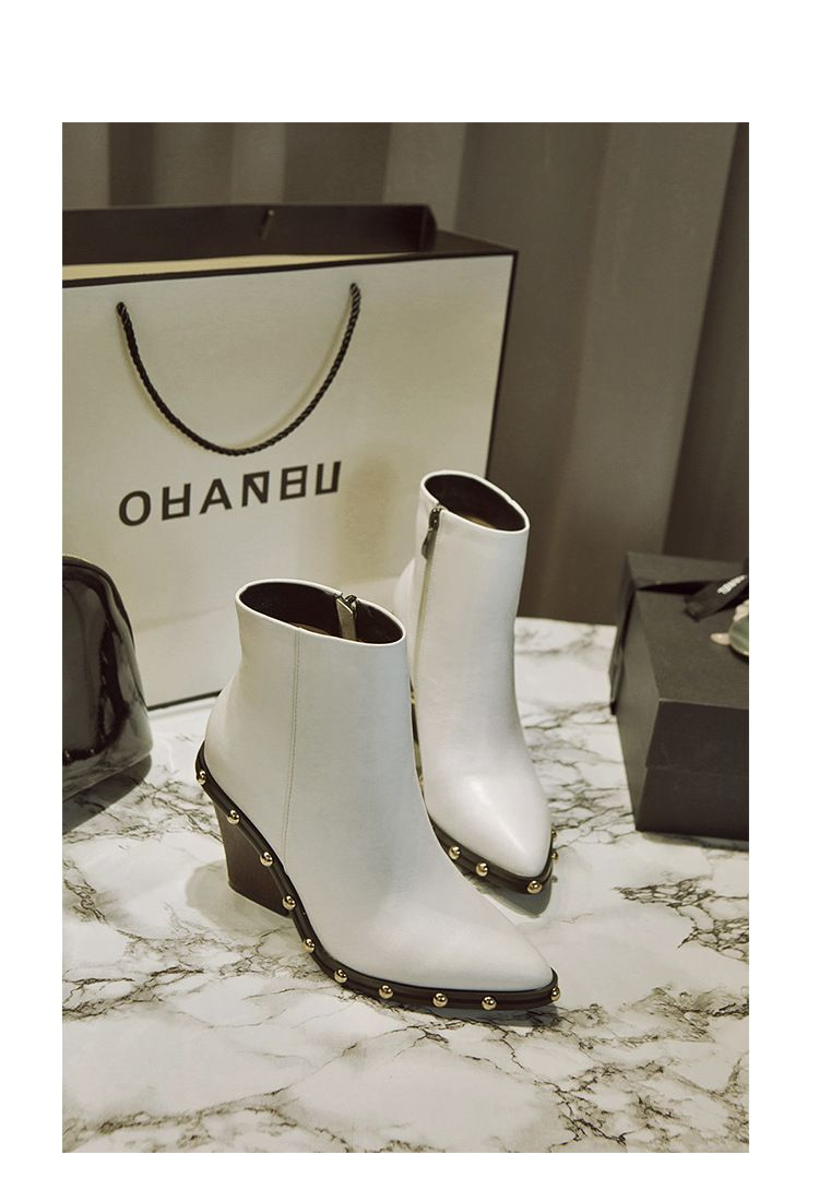 Luxury Rivet Pointed Toe Ankle Boots