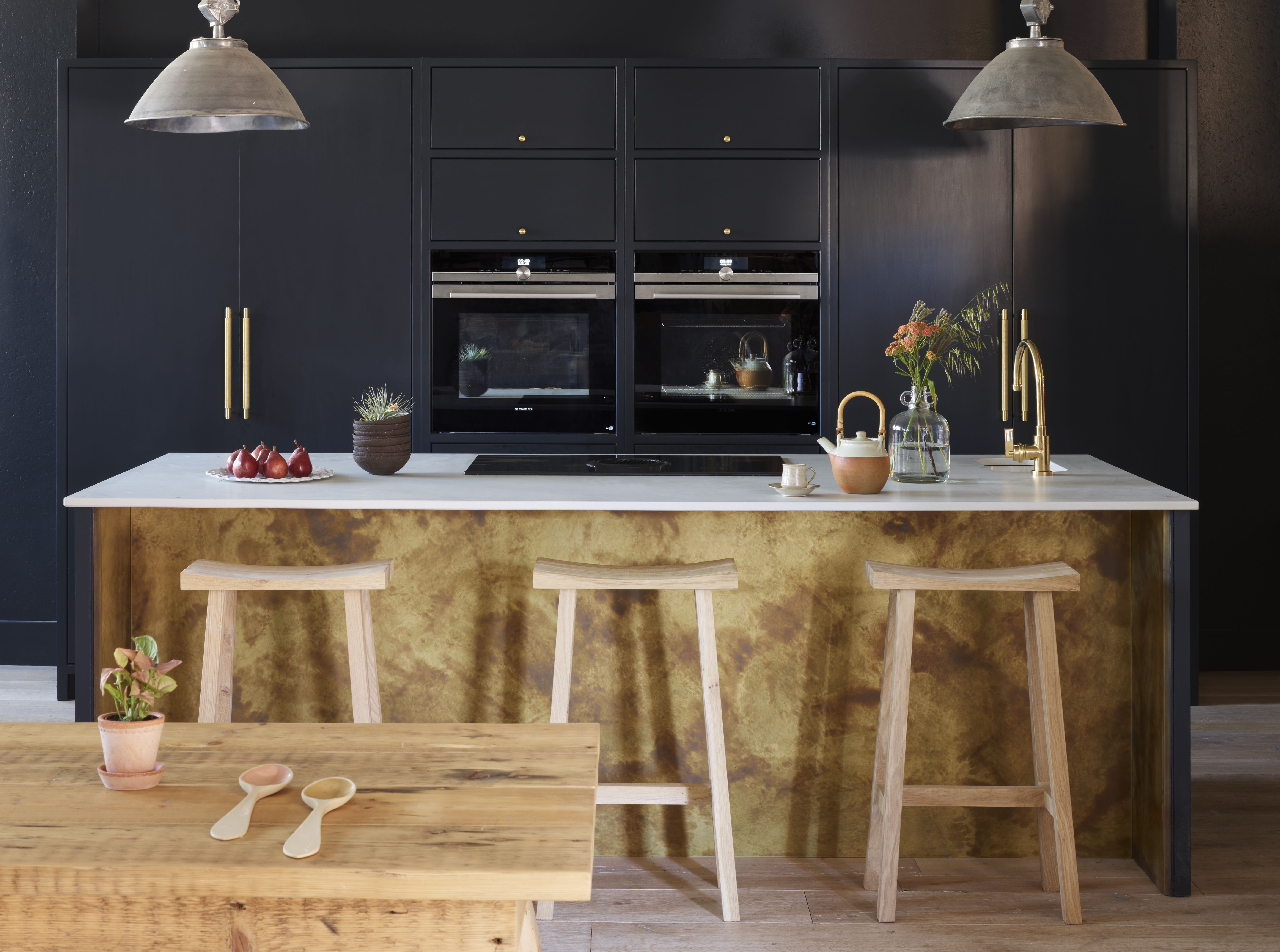 12 black kitchen ideas that will make you want to go over