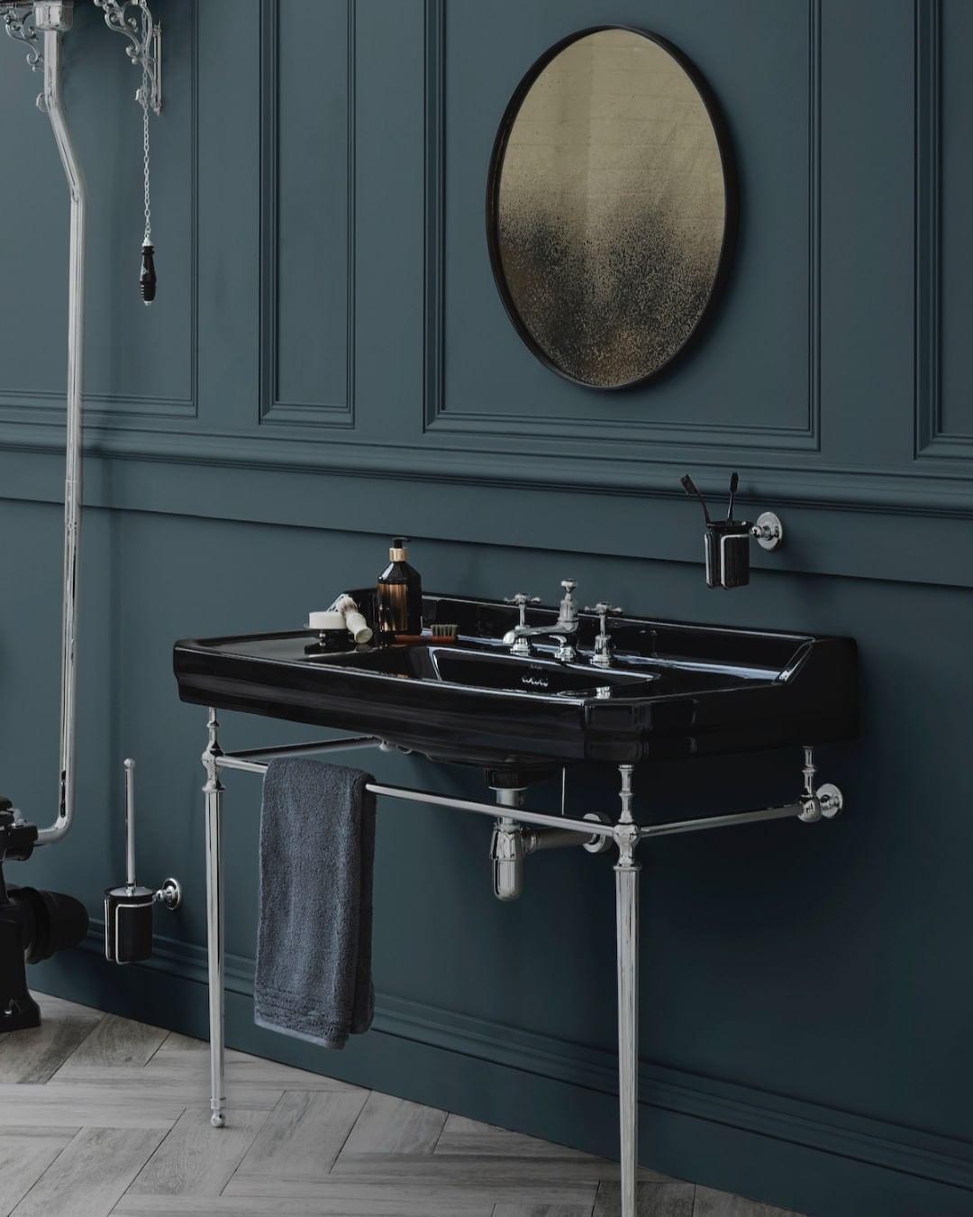 Badezimmer Burlington Bathrooms Auf Instagram Umfassen Sie Ihre Dunkle Seite Mit Unserem Jet Kolle In 2020 Small Bathroom Decor Burlington Bathroom Amazing Bathrooms