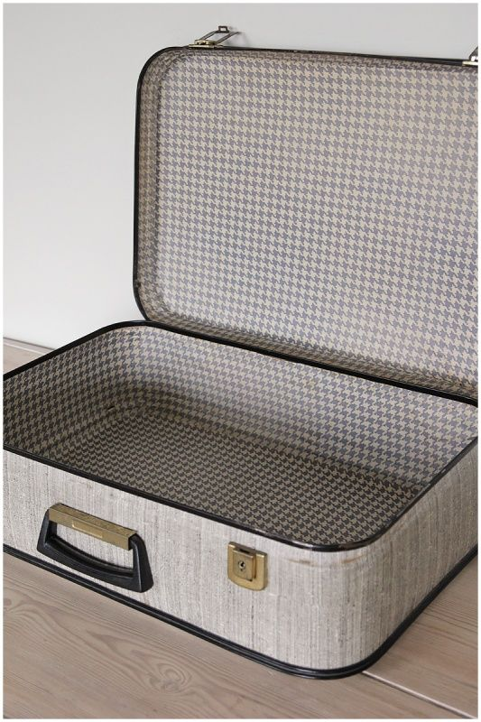 Vintage koffer zwart met blauw pied de poule behang | Koffers / Valiezen | Maison Patine