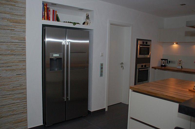 Insellösung mit eingebauten Geräten und aufgesetzter Theke - Küche - küche mit side by side kühlschrank