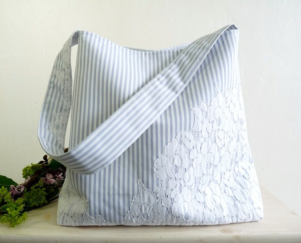 French lace and stripes, the perfect spring bag!