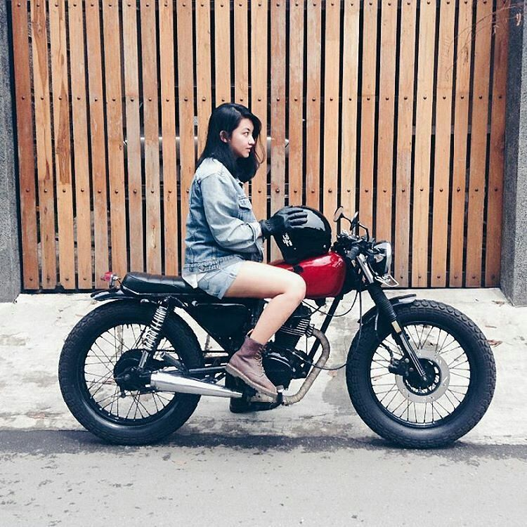 The Only Thing Better Than A Streetbike Is A Woman Riding