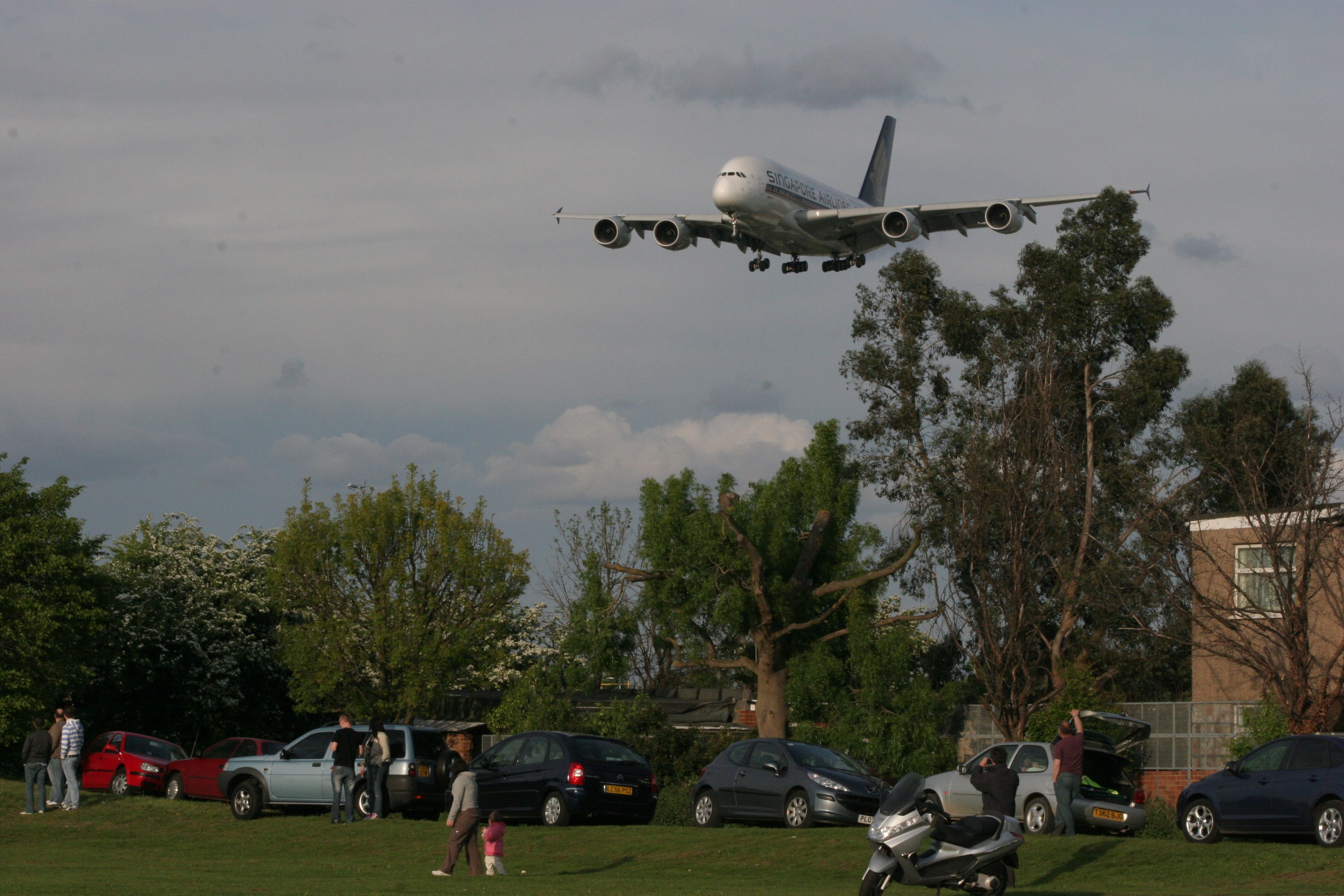 Myrtle Avenue at London Heathrow is a small grass area close to the end of runway 27L. Aircraft pass over your head before landing and can be easily  photographed.