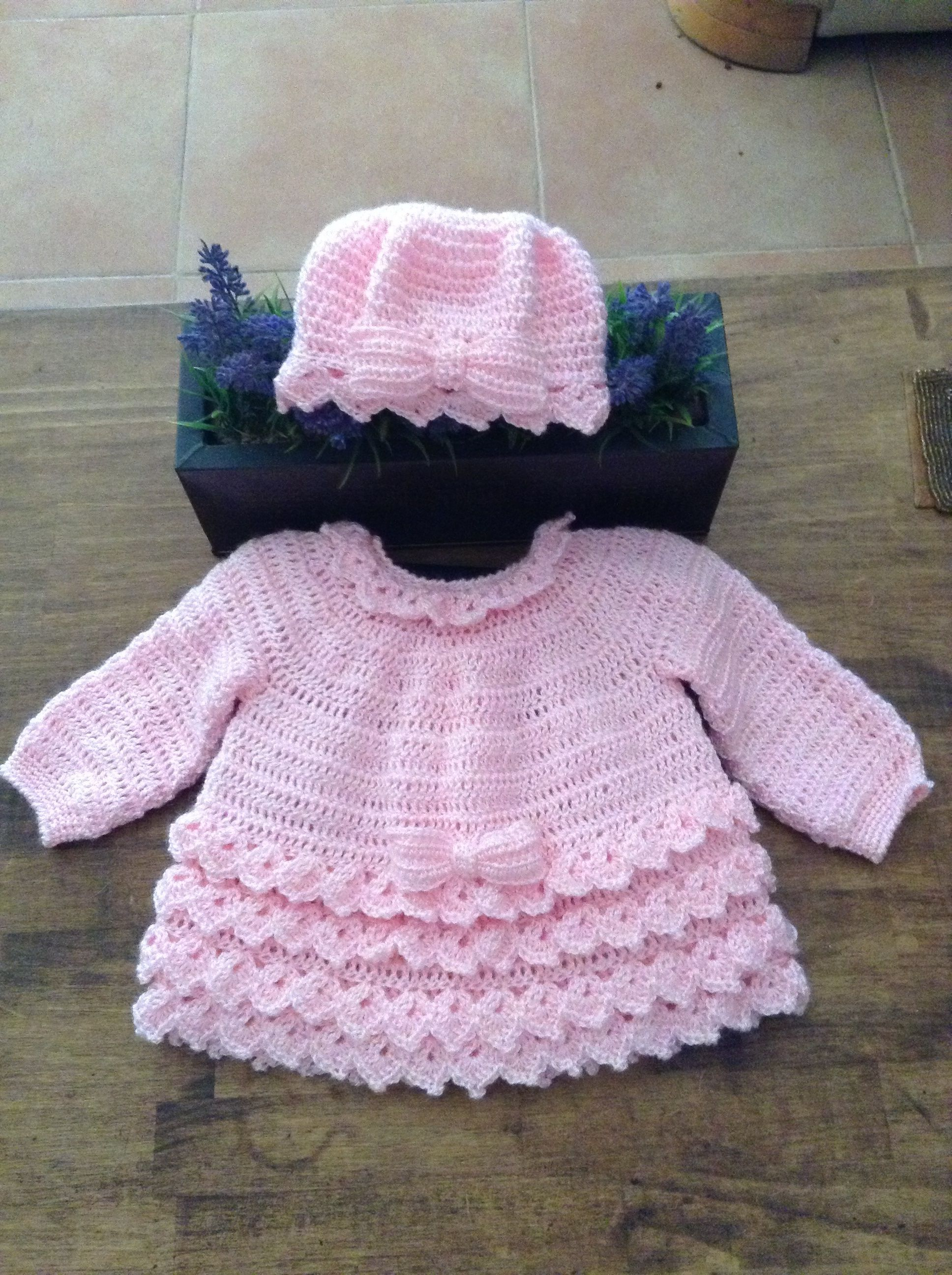 Cardigan and hat 6-9 months