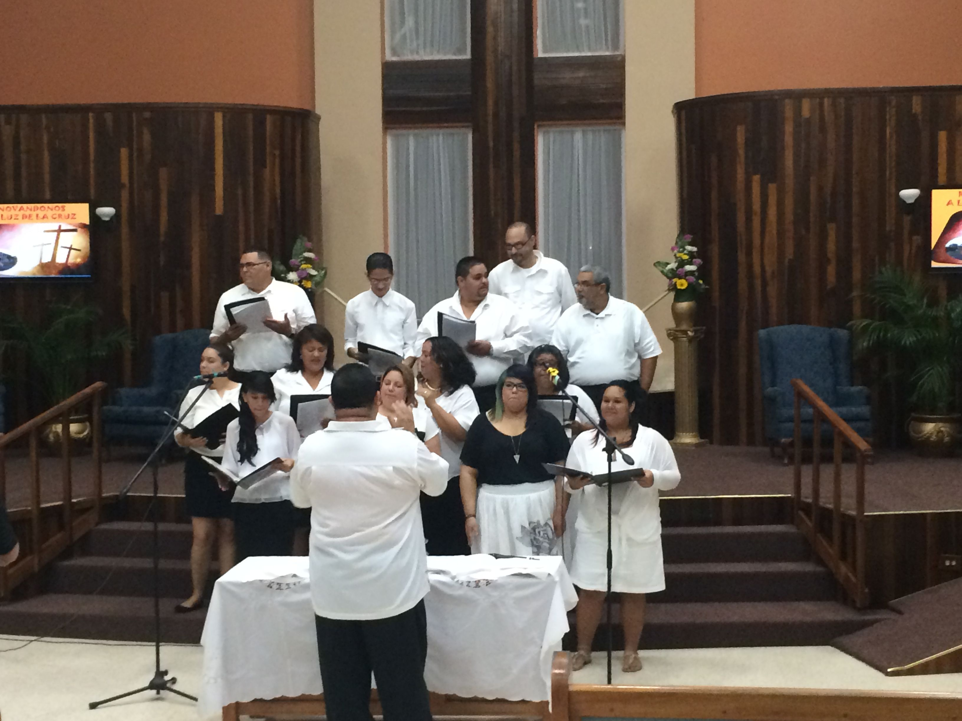 Choir of the baptist church of celada sing to the Lord