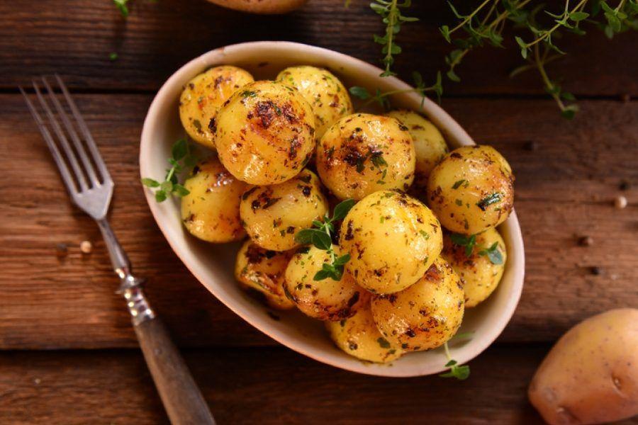 TAJNA JE U JEDNOM SASTOJKU: Napravite najbolji pekarski krompir koji ste ikada probali!