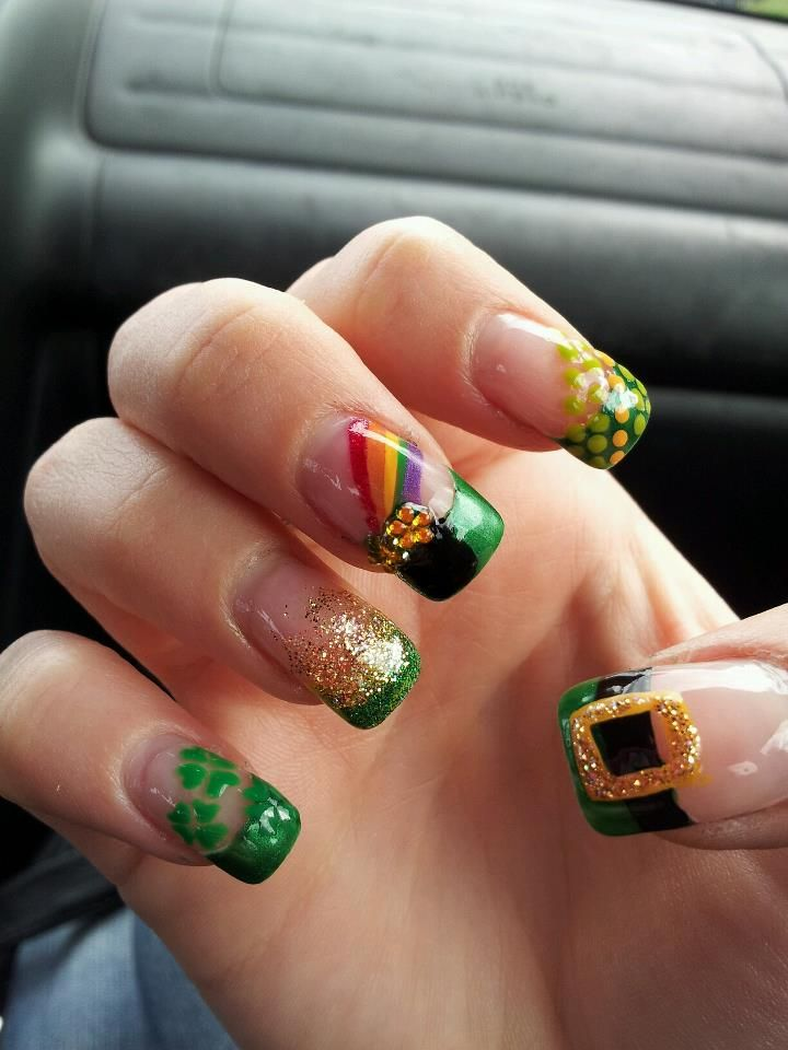 totally gone do this. St. Patrick\'s Day nails :) love them ...