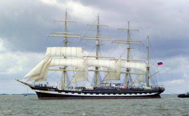 Vídeo: buque ruso embiste dos embarcaciones de la Guardia Costera de Islandia en el puerto viejo | Icelandmag