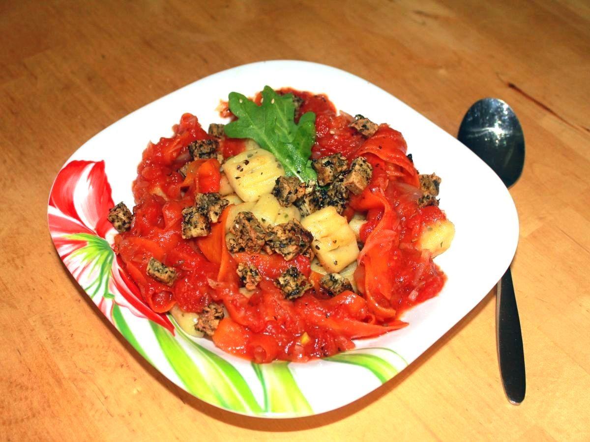 Dieses Rezept ist so unverschämt lecker! Die Gnocchi sind der Hit, die Tomatensoße ein Traum und die Croutons sind allübertreffend. Probieret es unbedingt selbst aus!