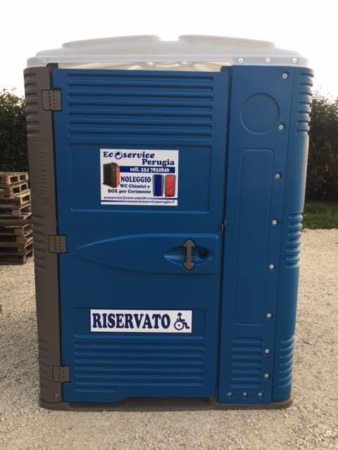 Wc Chimici Delfino Bagni Chimici Delfino Bagni Chimici Per Disabili Box 3x2 Con Bagno Chimico Portable Toilet Locker Storage Portable Restrooms
