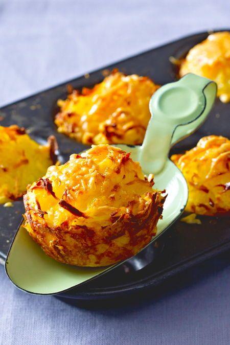 KartoffelröstiMuffins Rezept Du planst einen Brunch Dieses Rezept kommt garantiert gut an Wir zeigen wie du aus nur 3 Zutaten Kartoffelröstis im Muffinblech zub...