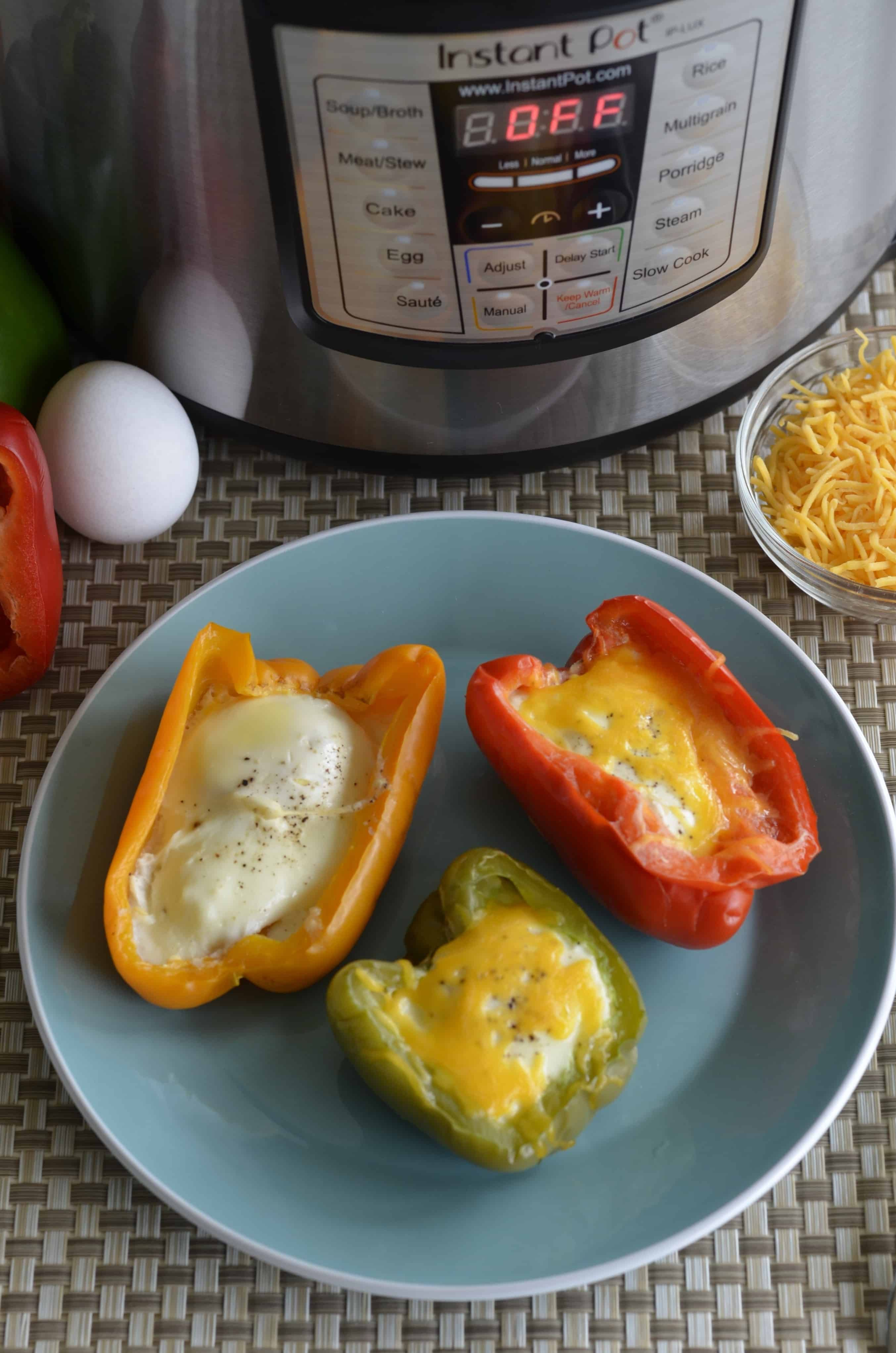 Keto Egg Stuffed Bell Peppersmade in Instant Pot | Everyday Ketogenic #stuffedbellpeppers