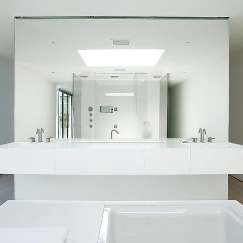 5 Luxurious All-White Bathrooms