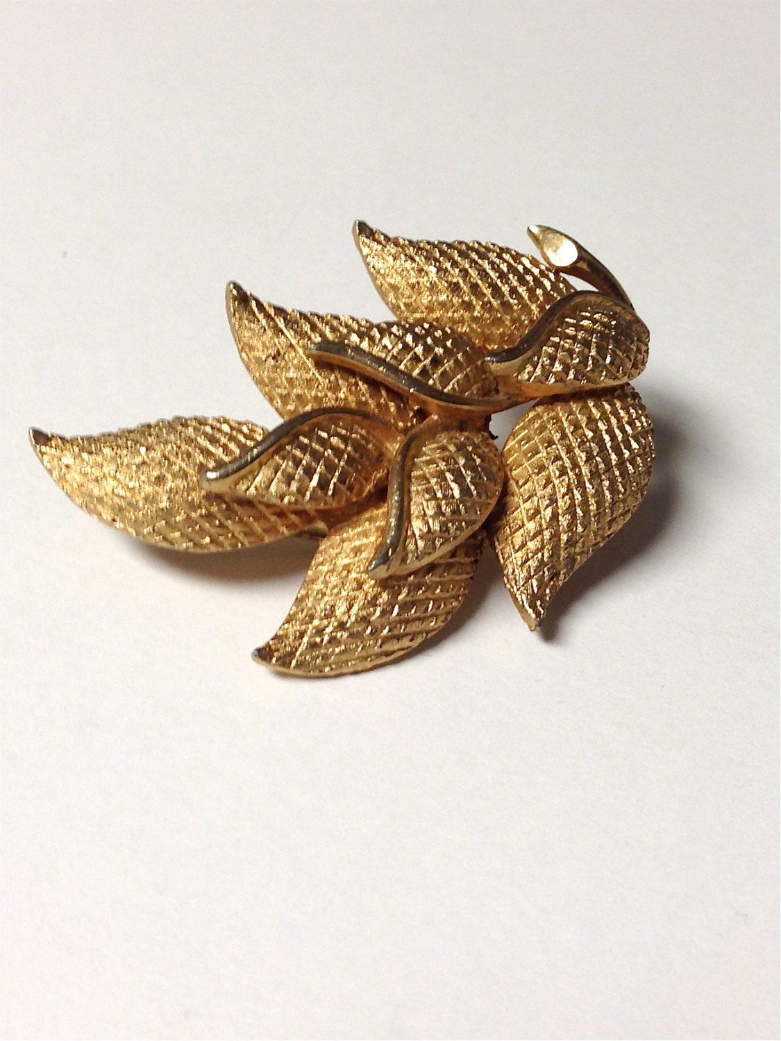 Vintage 1950s Textured Gold Tone Leaves Brooch by pinkpoppyvintage on Etsy