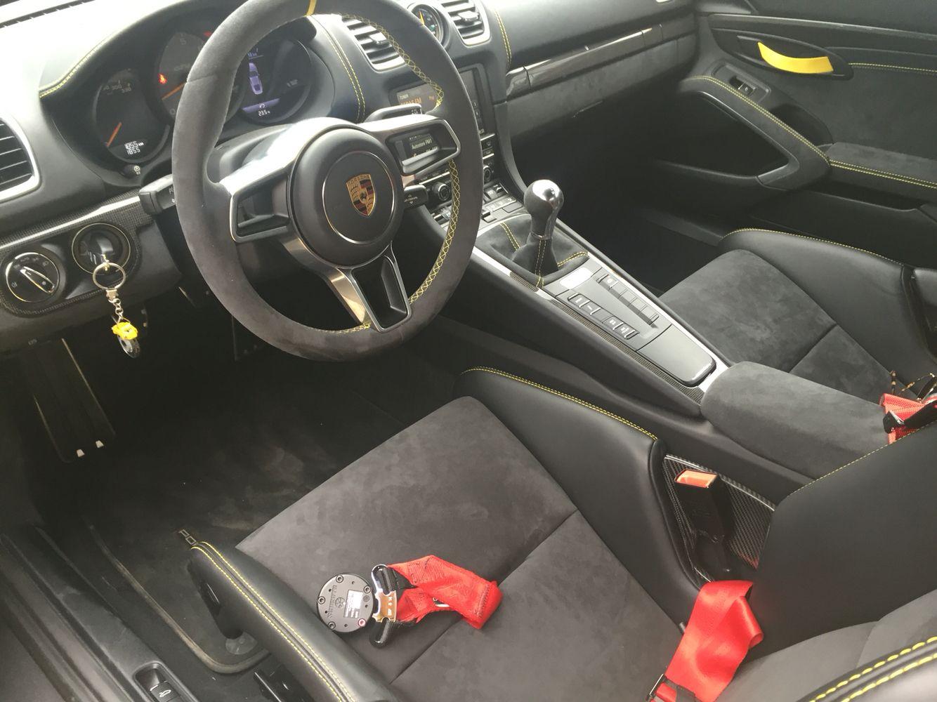 Porsche gt4 inside