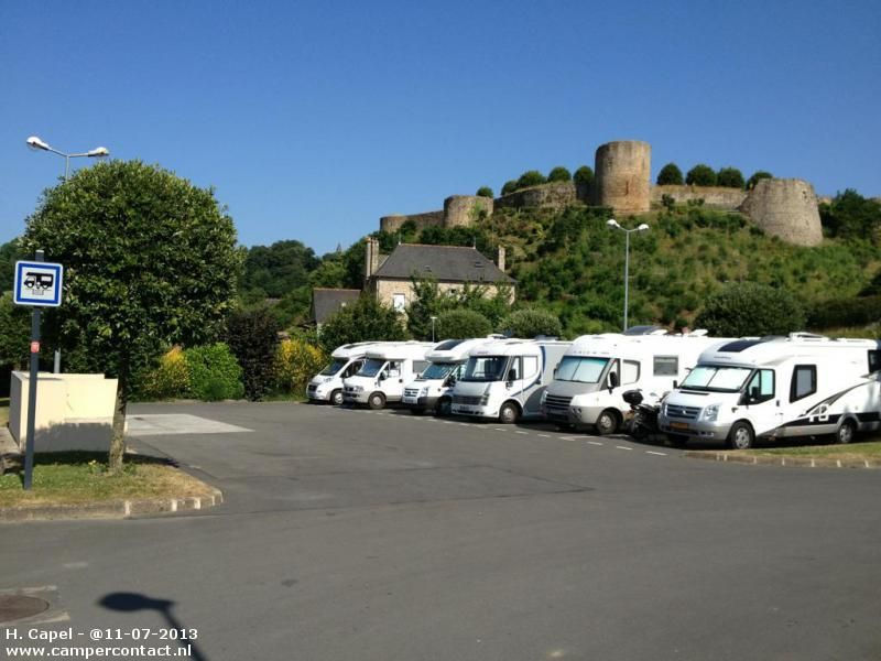 Camperplaats Dinan Parking Club De Tennis Frankrijk Con Imagenes Europa Camper